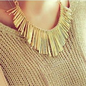 Metallic Fringes Collar Ne..