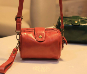 Vintage Inspired Petite Shoulder Bag / Handbag (2 Colors!)